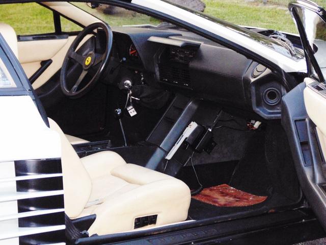 Ferrari_Testarossa_used_in_Miami_Vice_21.jpg