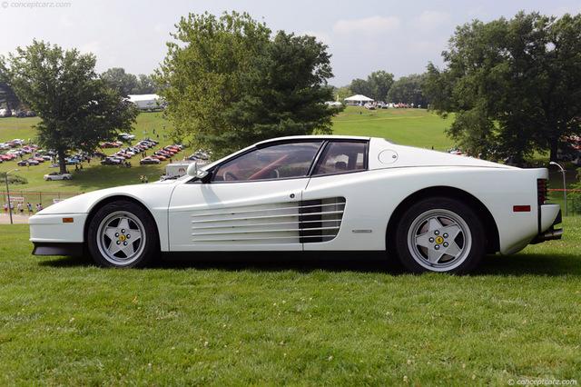 Ferrari_Testarossa_white_05.jpg