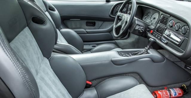 Jaguar_XJ220_for_sale_10.jpg