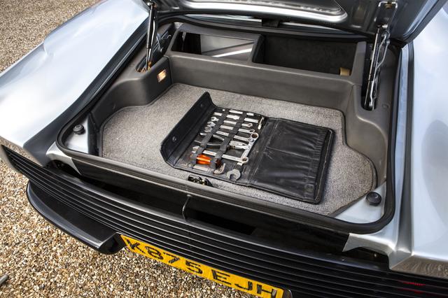 Jaguar_XJ220_for_sale_18.jpg