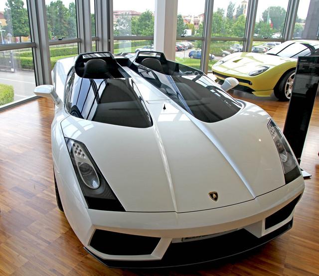 Lamborghini_Concept_S_2005_19.jpg