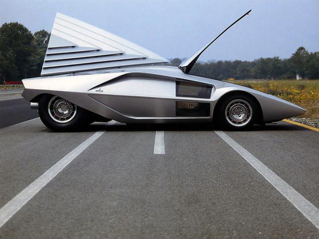 Lancia_Stratos_Zero_by_Bertone_12.jpg