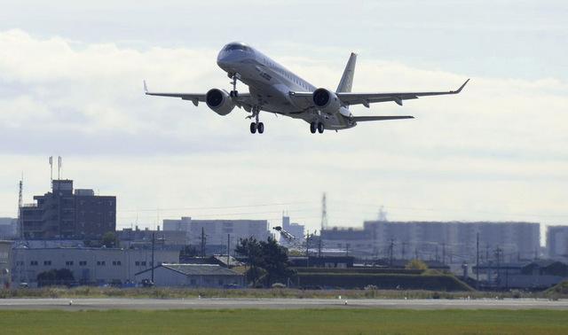 MRJ_first_test_flight_14.jpg