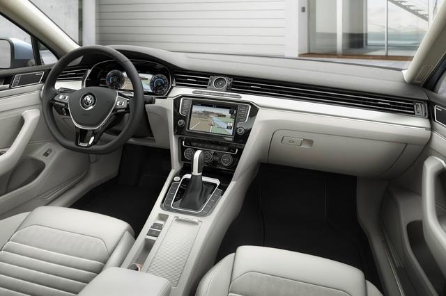 VW_Passat_2015_34.jpg