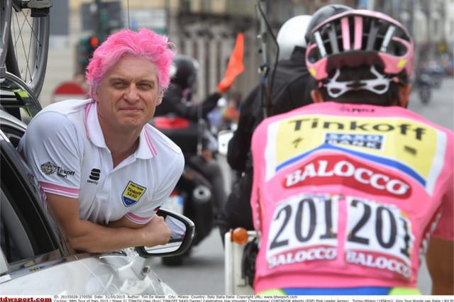 16_GIRO_2015_stage_21_03_嬉し過ぎて髪ををピンクに染めたオレグ・ティンコフ氏.jpg