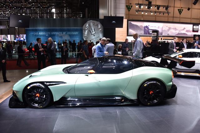 Aston_Martin_Vulcan_2015_07.JPG