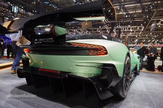 Aston_Martin_Vulcan_2015_10.jpg