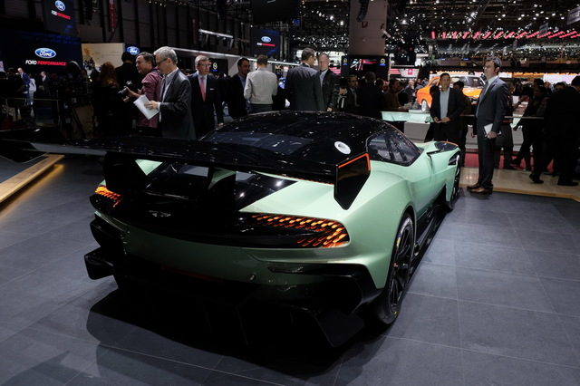 Aston_Martin_Vulcan_2015_11.JPG