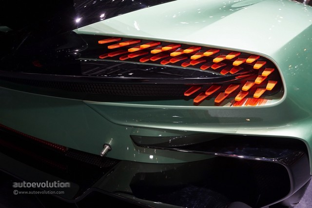 Aston_Martin_Vulcan_2015_12.jpg