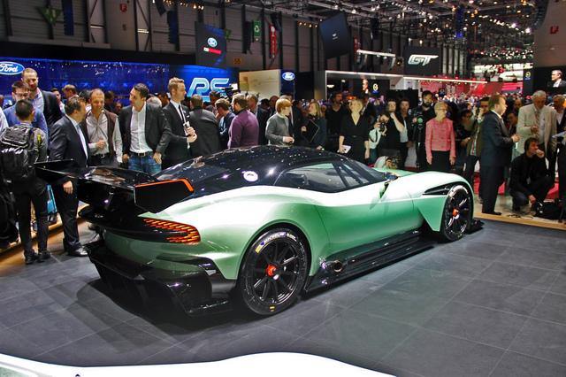 Aston_Martin_Vulcan_2015_13.jpg