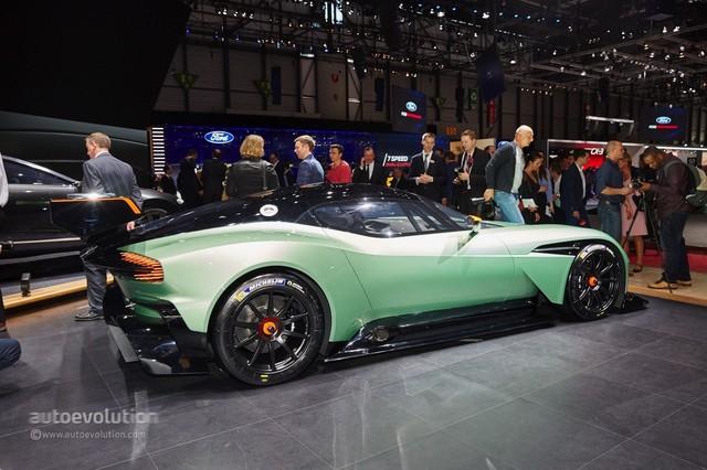 Aston_Martin_Vulcan_2015_14.jpg