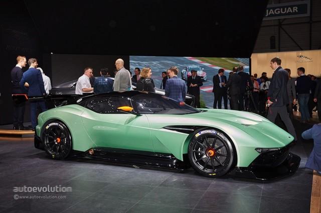 Aston_Martin_Vulcan_2015_16.jpg