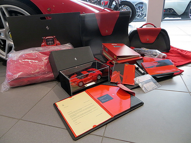 Ferrari_Enzo_for_sale_Vertually_brand_new_16.jpg