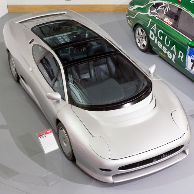 Jaguar_XJ220_prototype_21.jpg