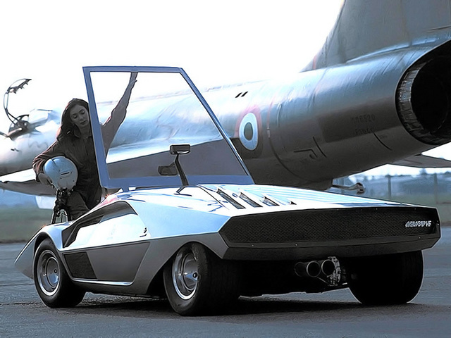 Lancia_Stratos_Zero_by_Bertone_09.jpg