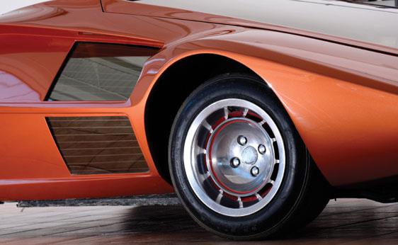 Lancia_Stratos_Zero_by_Bertone_20.jpg