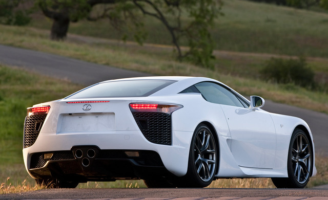 Lexus_LFA_white_rear.jpg