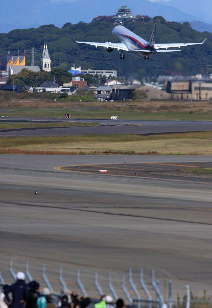 MRJ_first_test_flight_10.jpg