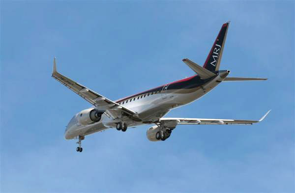MRJ_first_test_flight_20.jpg