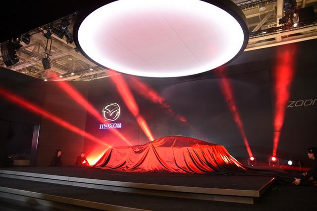 Mazda_RX-VISION_18.jpg