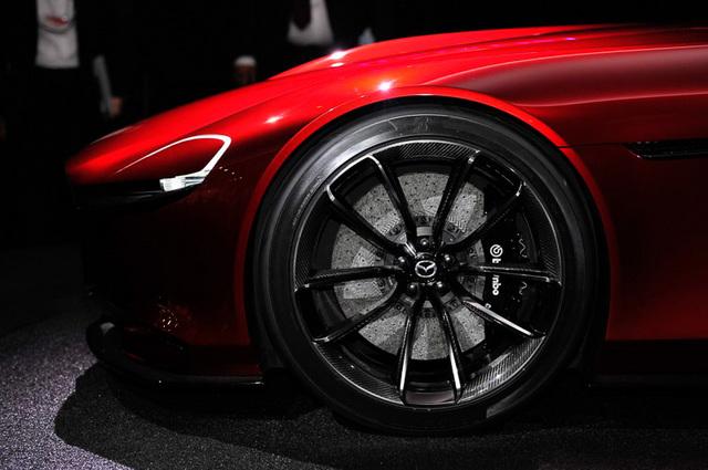 Mazda_RX-VISION_add_pics_34.jpg