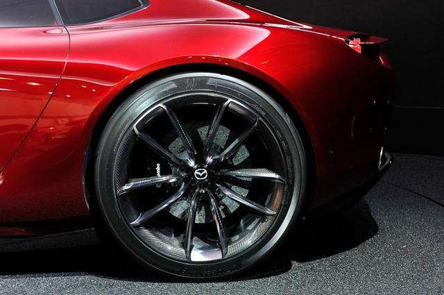 Mazda_RX-VISION_add_pics_37.jpg