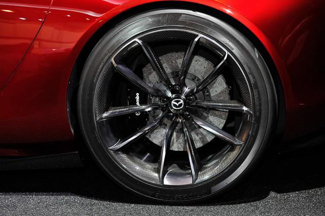 Mazda_RX-VISION_add_pics_38.jpg